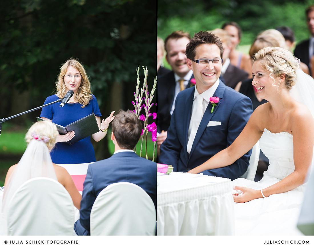 Brautpaar und Traurednerin Maren Stanka bei freier Trauung auf Burg Hülshoff