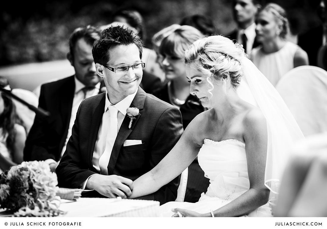 Weinende Braut bei Trauung auf Burg Hülshoff