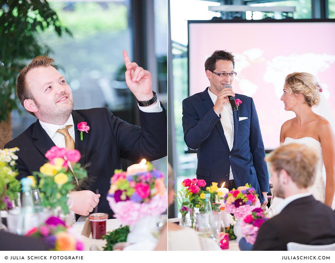 Brautpaar hält Rede mit Trauzeugen