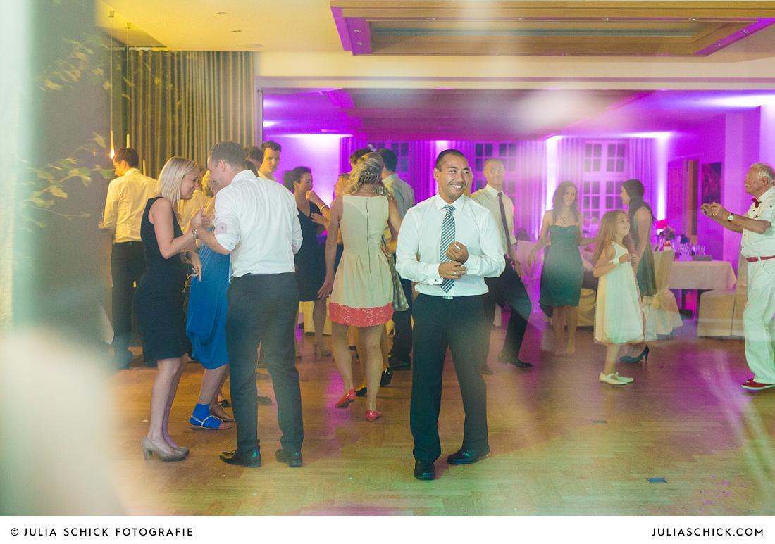 Tanzende Gäste auf Hochzeit Stapelskotten