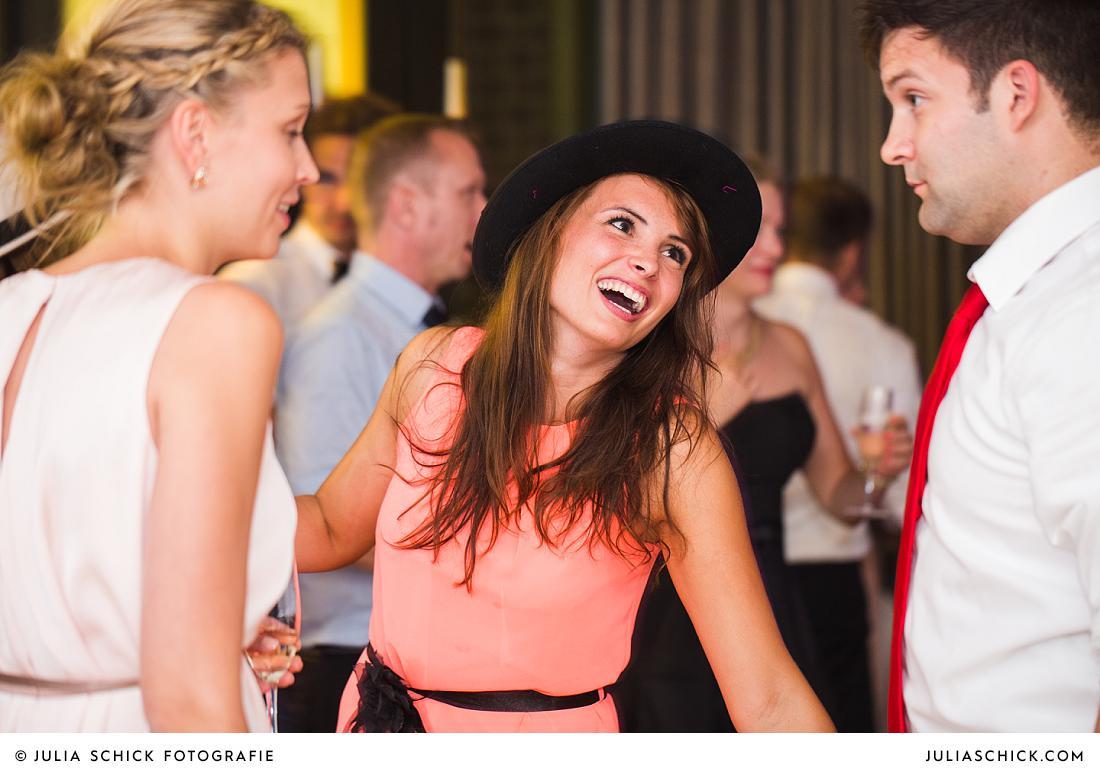 Tanzende Hochzeitsgäste im Stapelskotten Münster