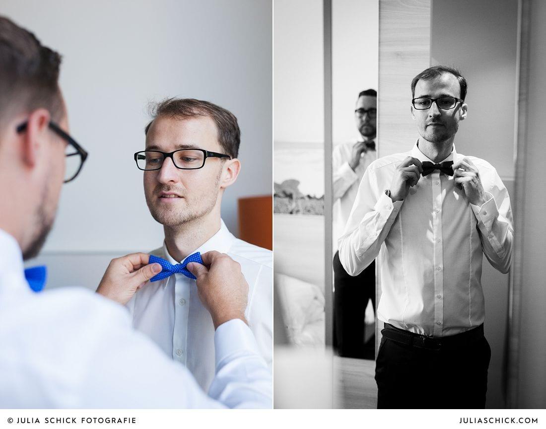 Trauzeuge hilft Bräutgam beim Ankleiden im Treff Hotel Münster