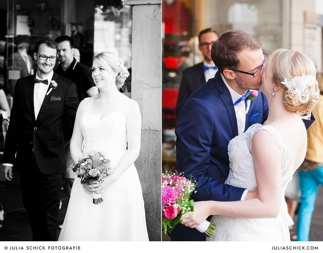 Braut und Bräutigam sehen sich das erste Mal auf dem Prinzipalmarkt in Münster