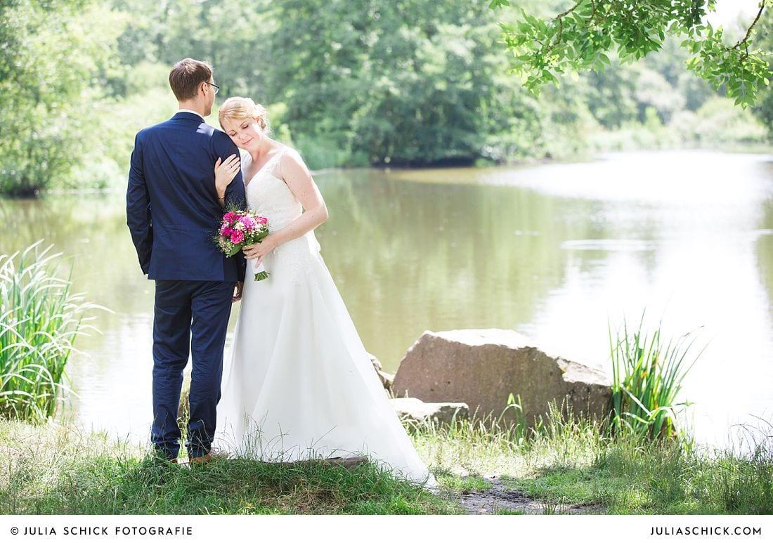 Brautpaar am See im Wienburgpark
