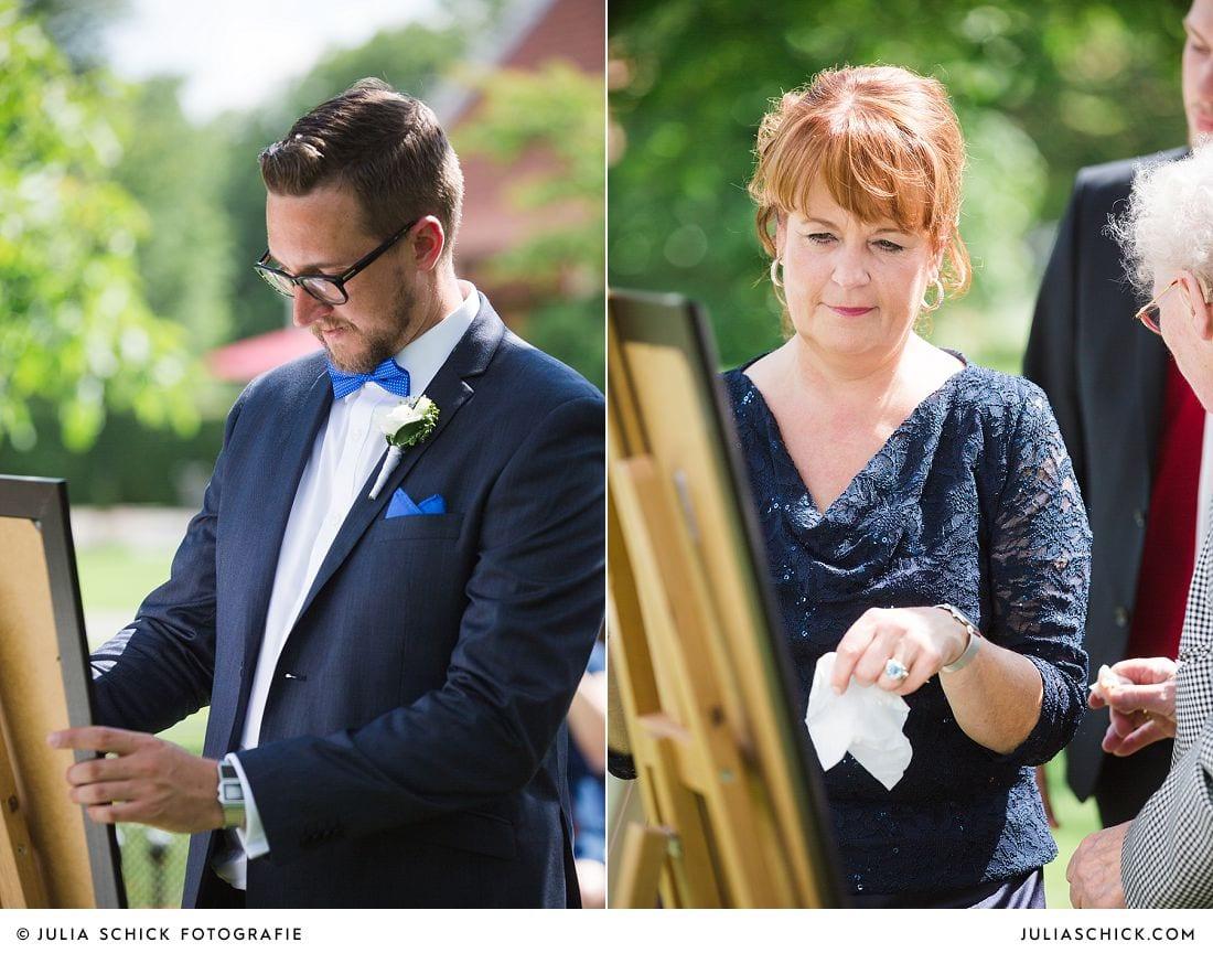 Hochzeitsgäste bei Ritual bei Freier Trauung auf Gut Havichhors