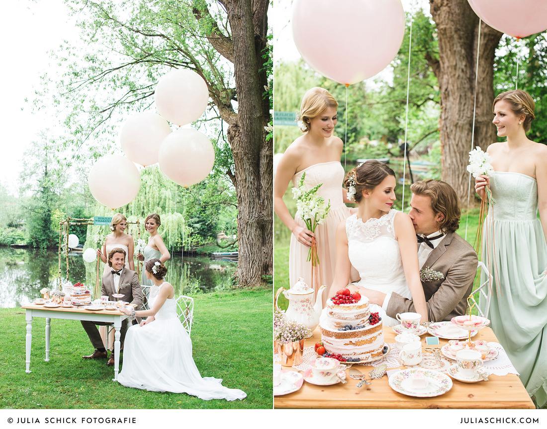 Hochzeitsgesellschaft am Werseufer mit Hochzeitsdekoration im Vintage Stil, Luftballons von Balloony, Naked Cake von Tortenmacher, Floristik von Jens Weidemann