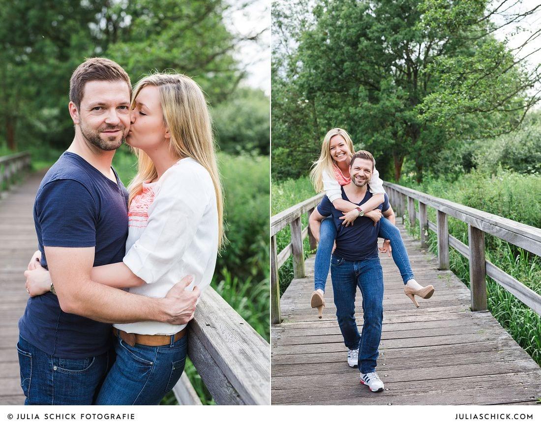 Verlobungsfotos auf der Brücke im Wienburgpark Münster