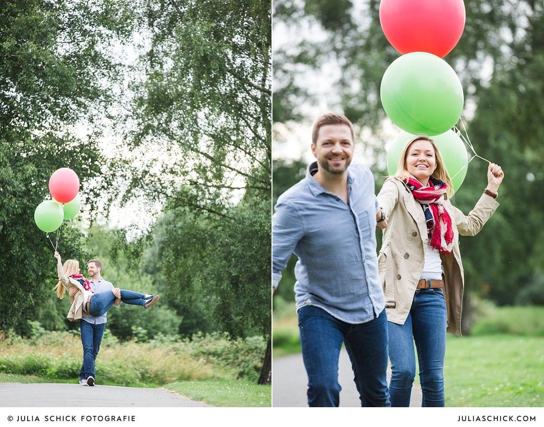 Verlobungsshooting mit Ballons fotografiert von Hochzeitsfotografin Julia Schick