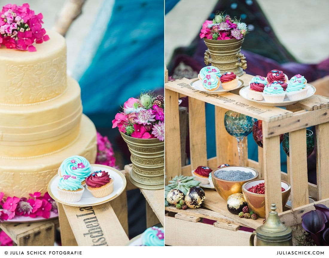 Goldenen Hochzeitstorte von Tortenmacher, Hochzeitsdekoration Florale Manufaktur blau magenta, Obst mit Blattgold