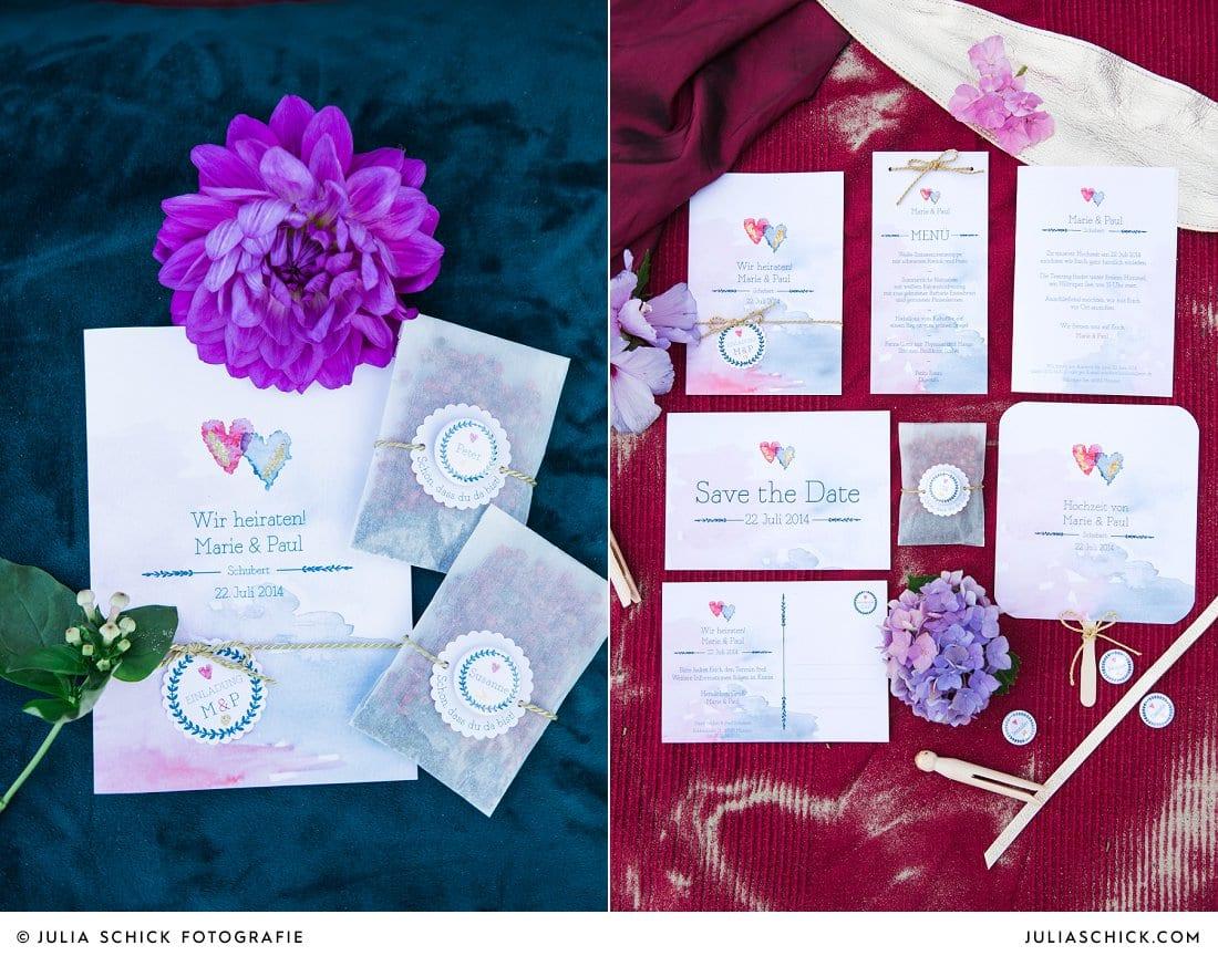 Hochzeitspapeterie: Trauheft und Gastgeschenk mit Button, Einladung, Save the Date und Menükarte in blau und magenta im Hippie-Boho-Stil