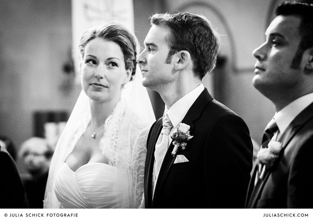 Brautpaar während deTrauung in der Herz-Jesu Kirche Heeren