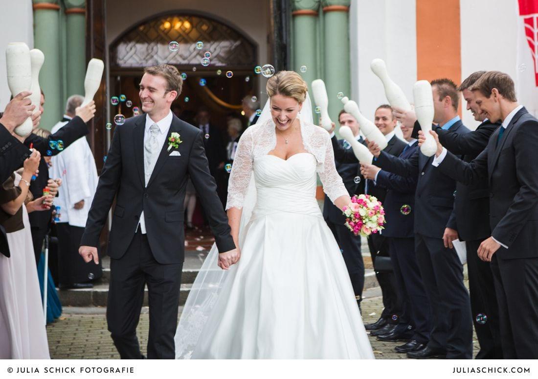 Auszug des Brautpaares aus Herz-Jesu Kirche Heeren