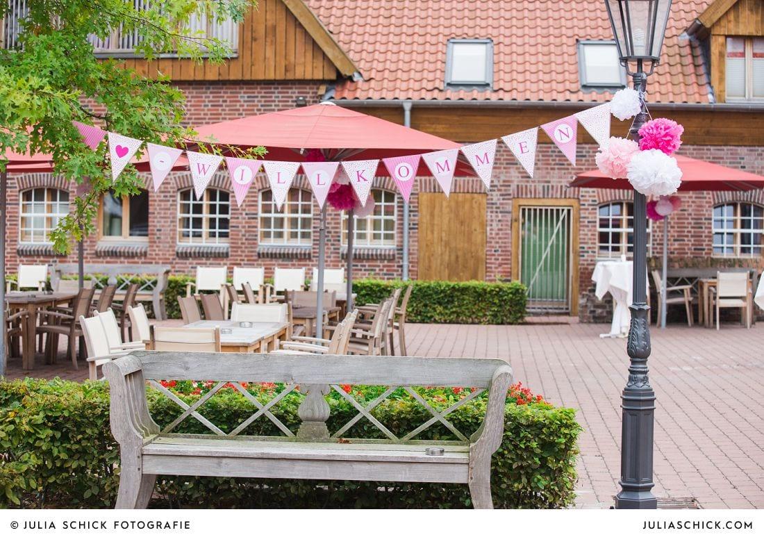 Rosa Wimpelkette Hochzeitsdekoration auf Gut Kump, Hamm