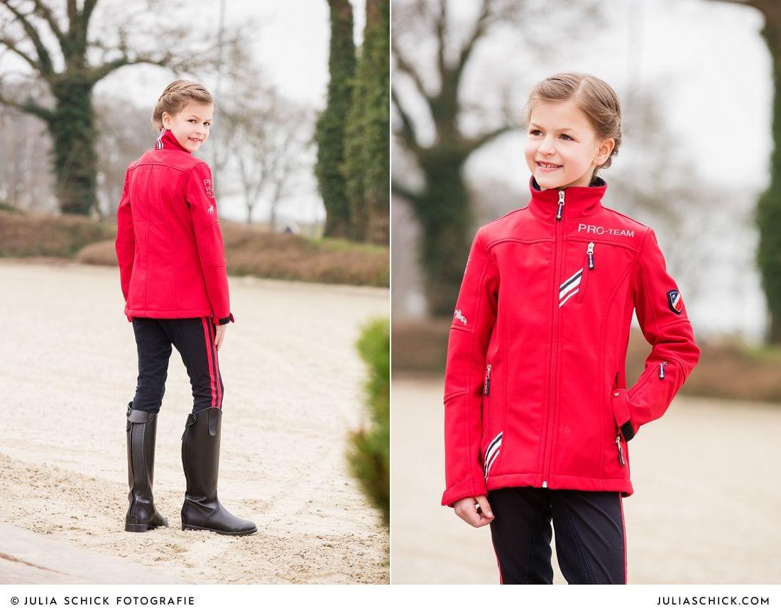 Kindermodel in roter Jacke Kollektion HKM Pro Team Herbst/Winter 2014/2015 auf Vechtehof Egbers