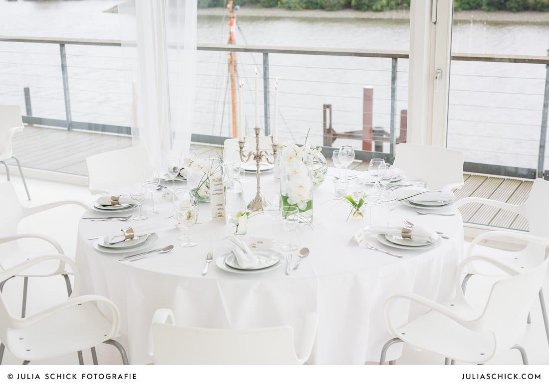Von MM Soiree arrangierte Hochzeitsdekoration im Fleet3 in Hamburg Finkenwerder