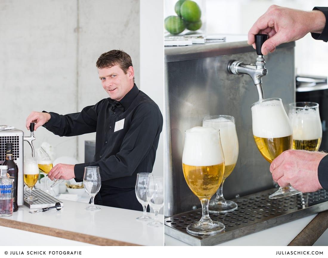 Kellner an der Bar des Fleet3 bei einer Hochzeit