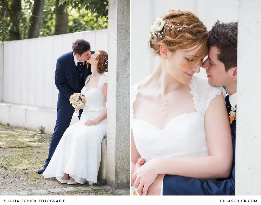 Brautpaar vor Betonwand beim Hochzeitsfotoshooting Brautpaar beim Hochzeitsfotoshooting auf der Künstlerzeche Unser Fritz in Herne