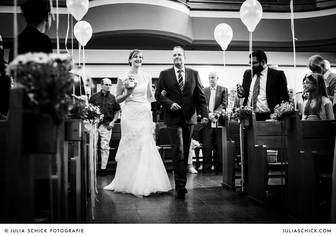 Einzug der Braut bei kirchlicher Trauung in Gelsenkrichen