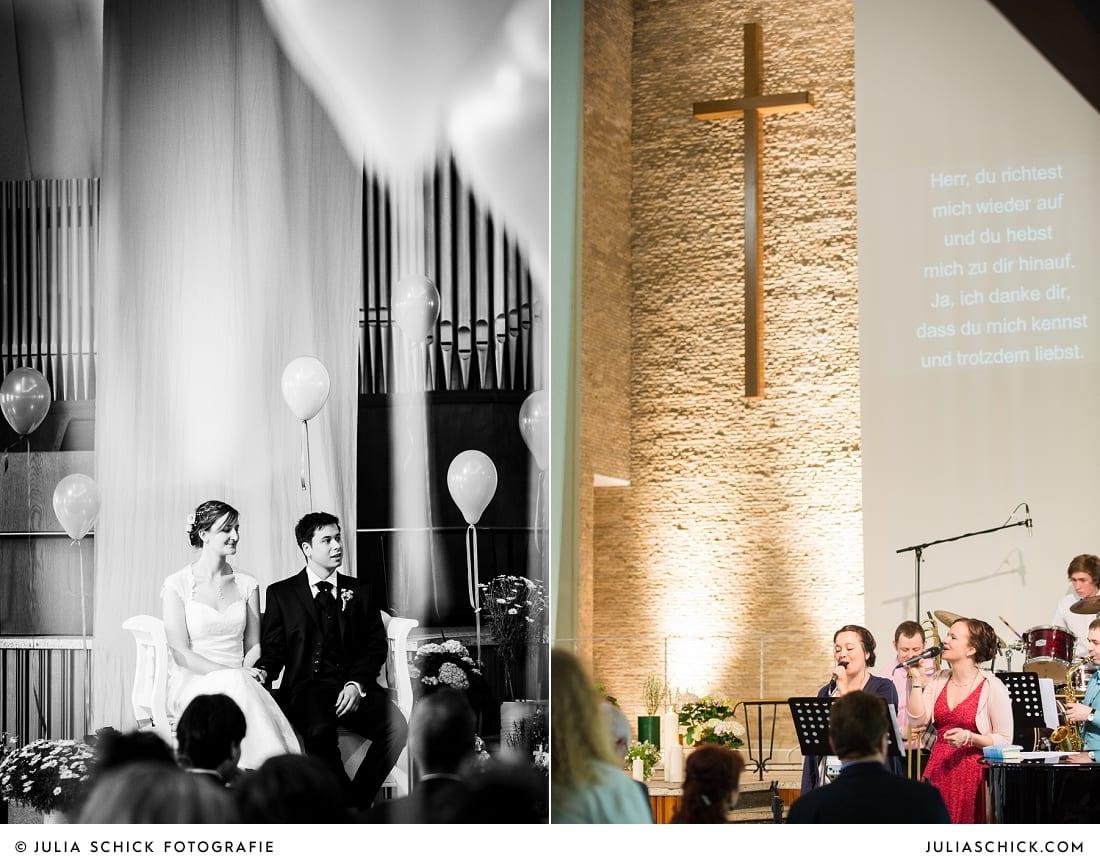 Brautpaar und Band bei kirchlicher Trauung in Gelsenkirchen