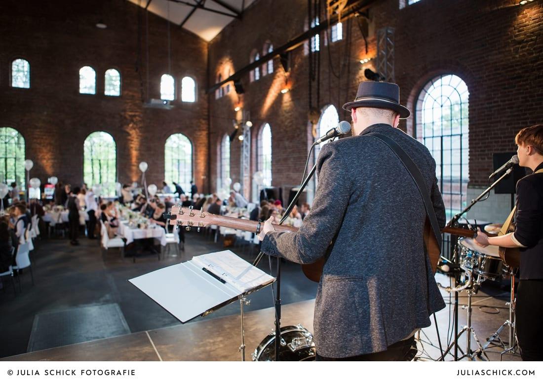 Band on a Sunday singt bei Hochzeit auf der Künstlerzeche Unser Fritz in Herne