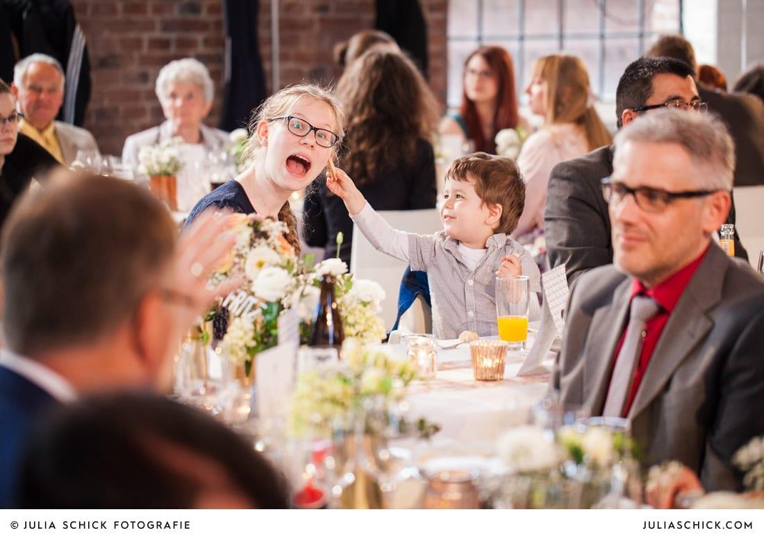 Gäste bei Hochzeit auf der Künstlerzeche Unser Fritz in Herne