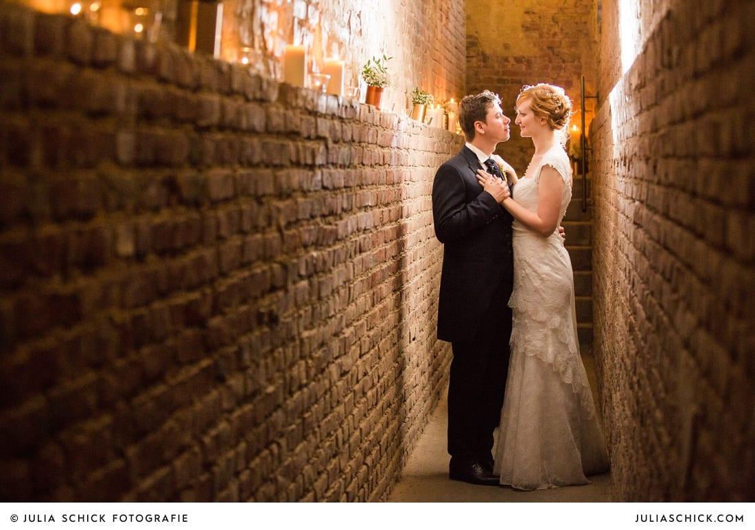 Brautpaar bei Hochzeitsfotoshooting auf der Künstlerzeche Unser Fritz in Herne