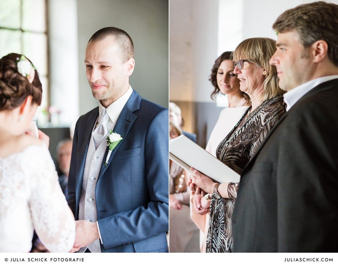 Brautpaar bei freier Trauung auf Burg Hülshoff