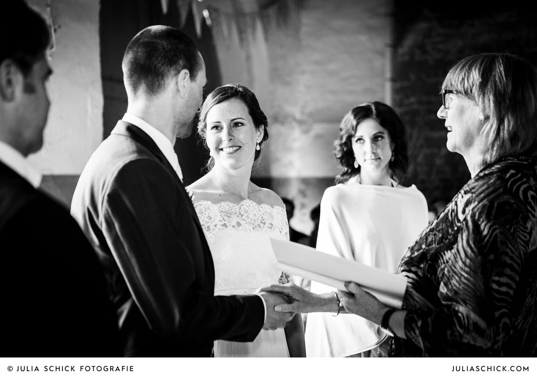 Segen des Hochzeitspaares bei freier Trauung auf Burg Hülshoff