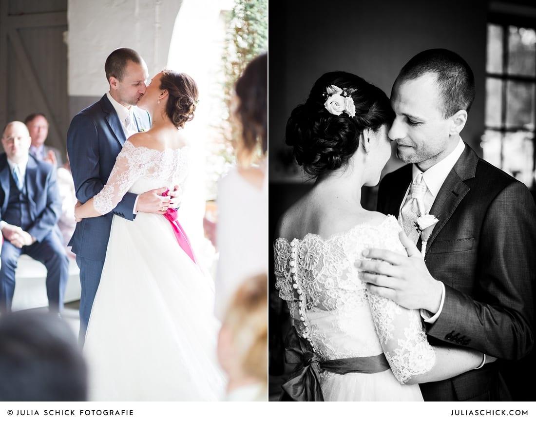 Kuss des DIY-Hochzeitsdekoration bei freier Trauung auf Burg Hülshoff