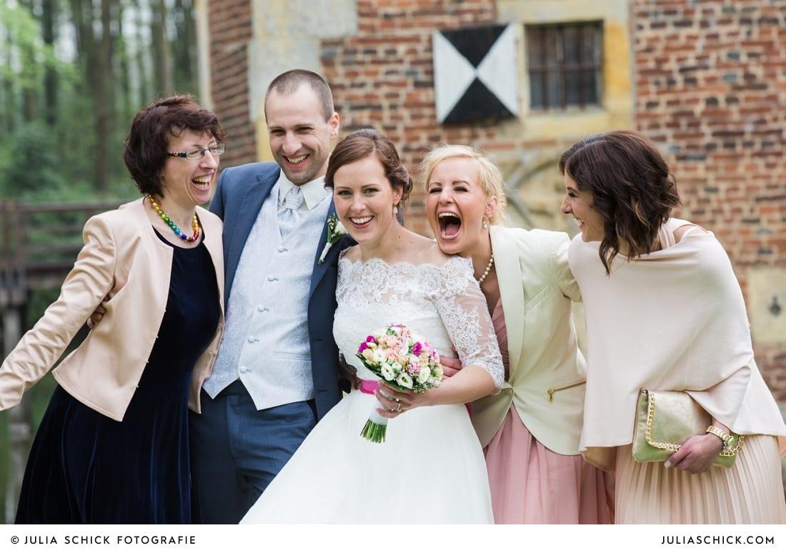 Gruppenfoto bei Hochzeit auf Burg Hülshoff