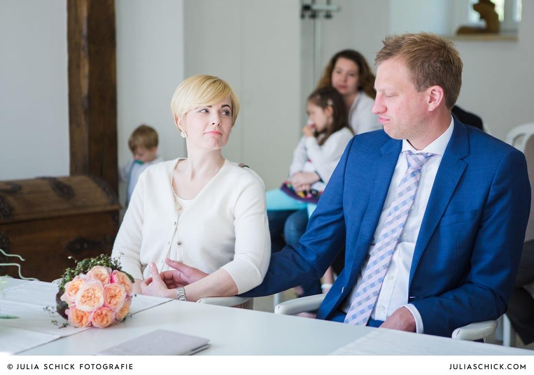 Brautpaar bei standesamtlicher Trauung auf Haus Havixbeck
