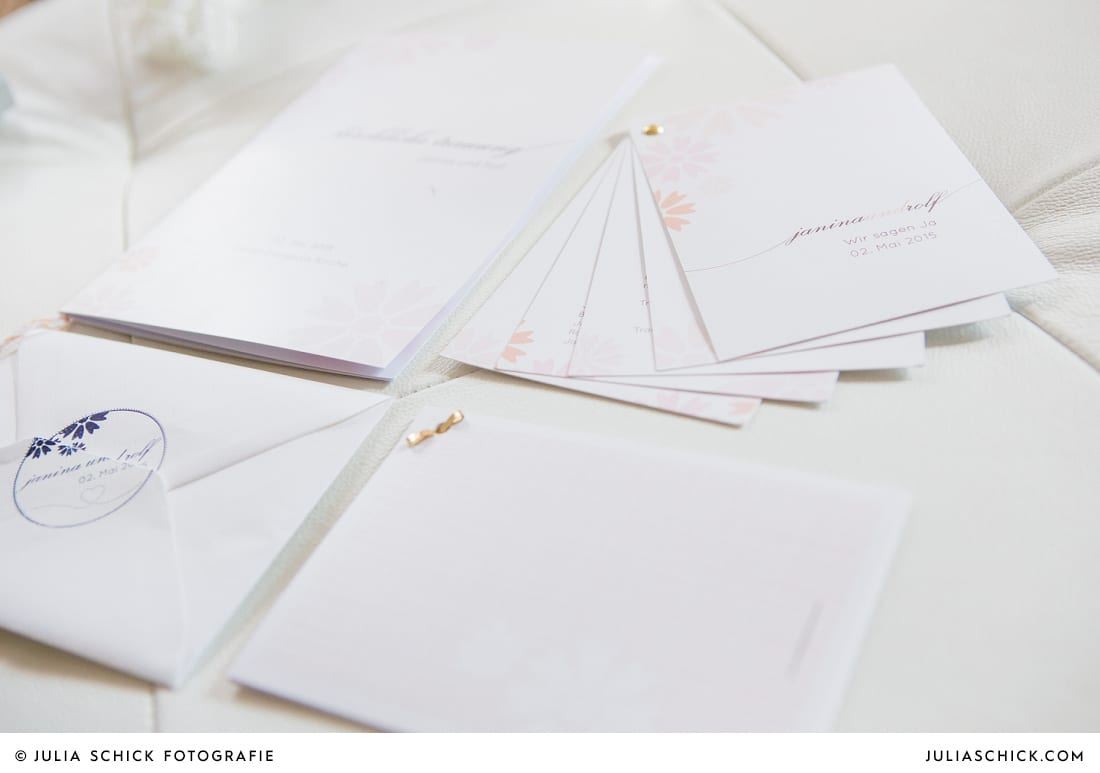 Hochzeitspapeterie bestehend aus Einladungen und Kirchenheft