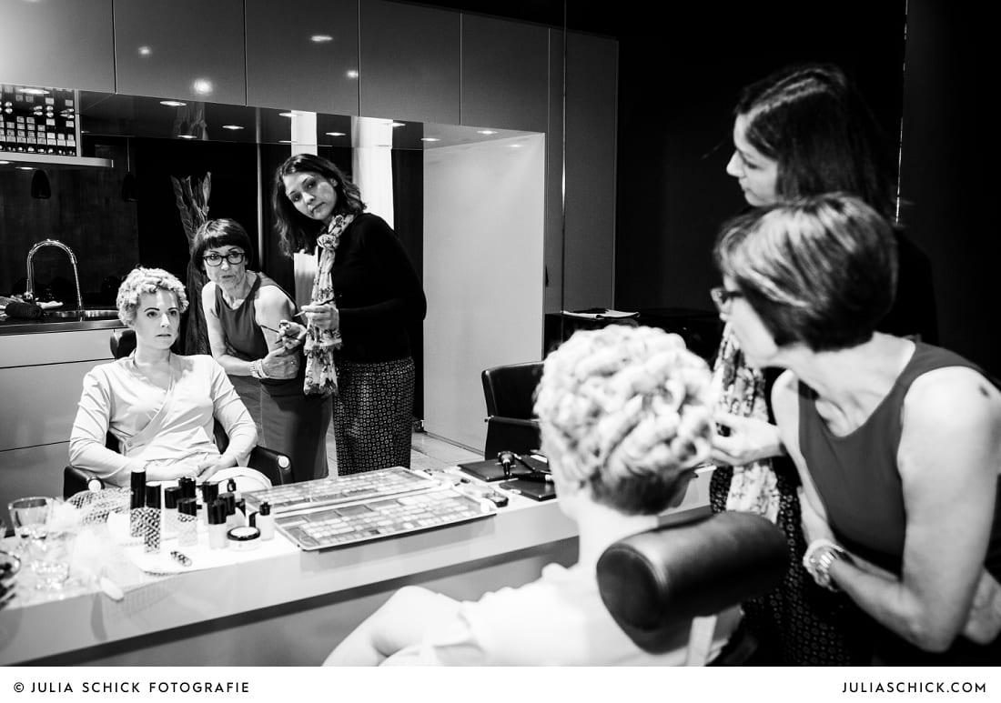 Braut beim Getting Ready bei Weiper Friseure Havixbeck