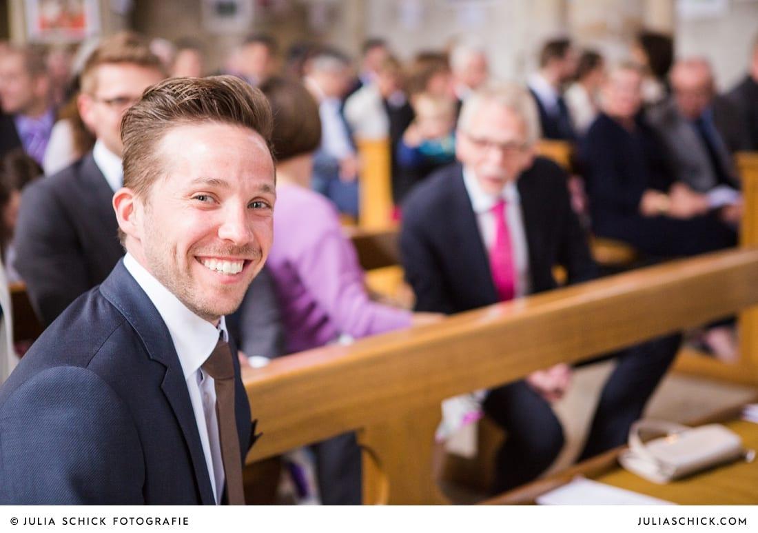 Gast bei Hochzeit in der Kirche Brautpaar bei Gottesdienst in der Kirche St. Dionysius in Havixbeck