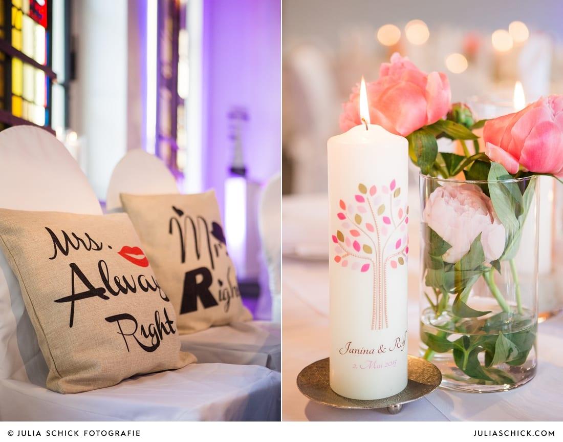 Hochzeitskerze, Hochzeitsdekoration mit rosa und pinken Pfingstrosen und Pompoms auf dem Marienhof in Nottuln, Baumberge
