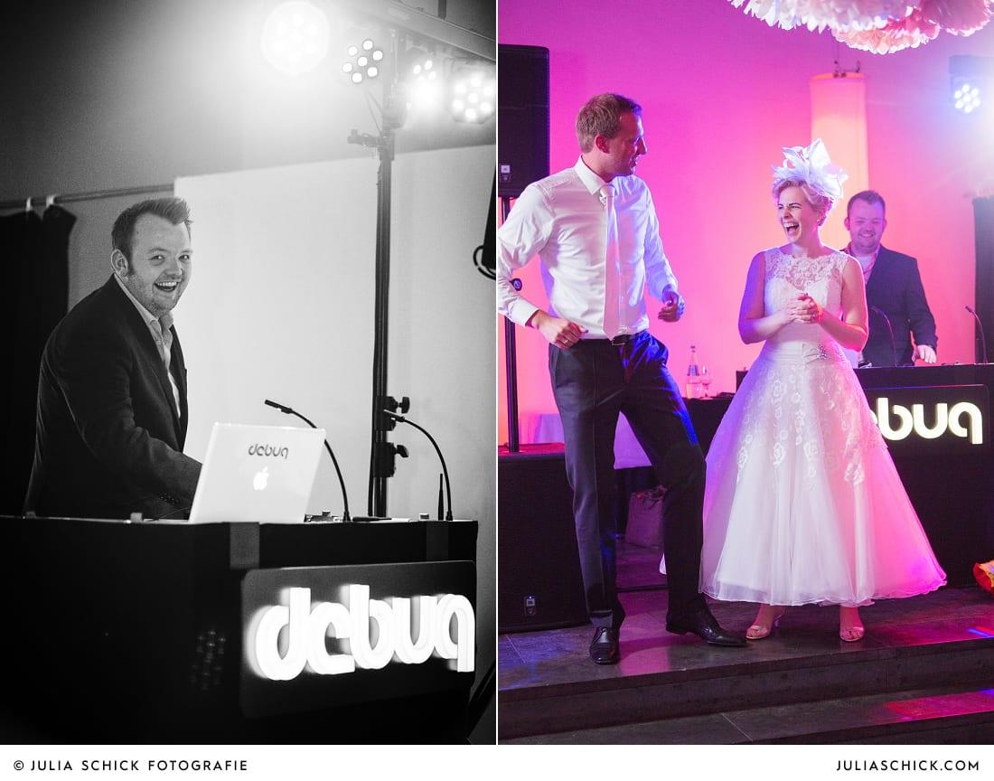 DJ debug und tanzendes Brautpaar bei Hochzeitsfeier auf dem Marienhof, Baumberge Nottuln
