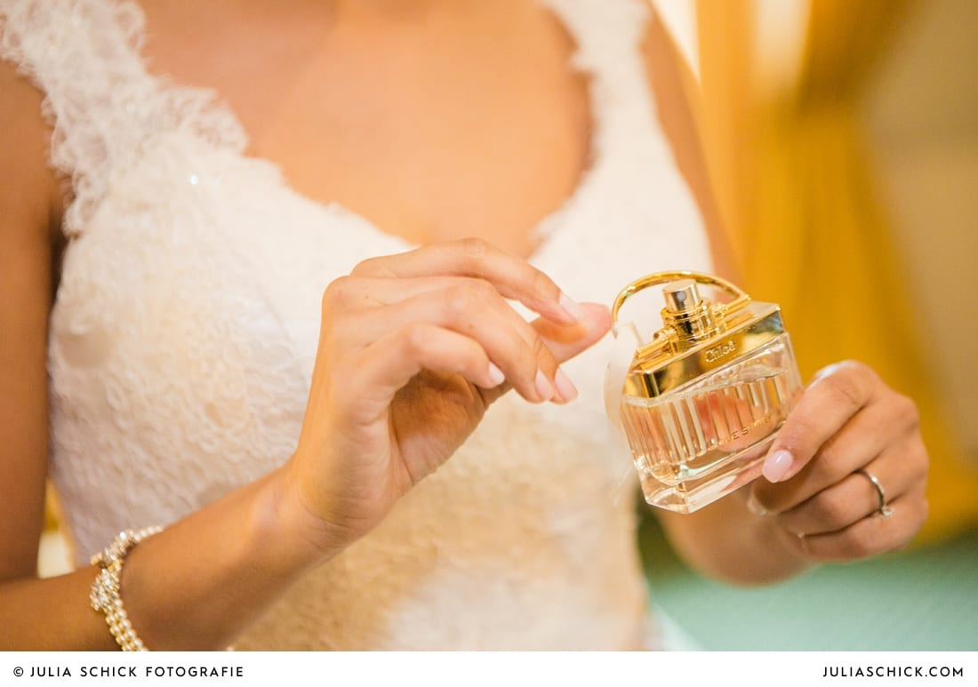 Getting Ready der Braut bei standesamtlicher Trauung auf Sportschloss Velen im weißen Saal der Orangerie