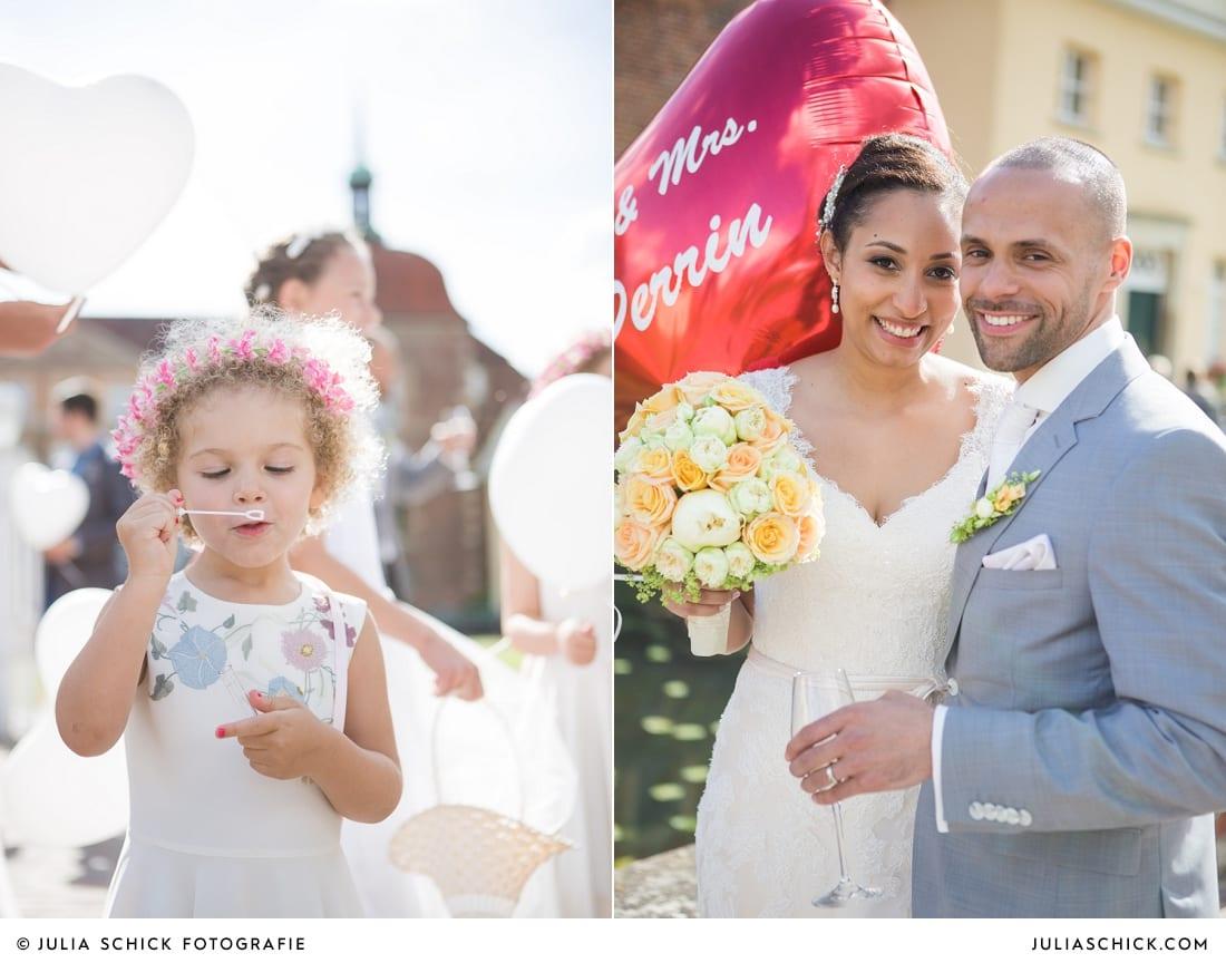 Blumenmädchen mit lockigen Haaren, Brautpaar mit rotem Ballon