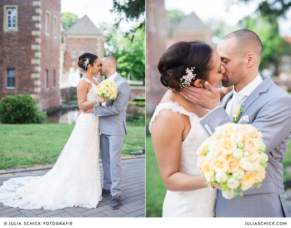 Brautpaar bei Hochzeitsfotoaufnahmen am SportSchloss Velen