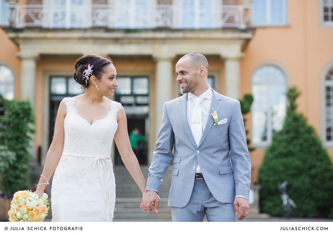 Brautpaar vor dem Sportschloss Velen