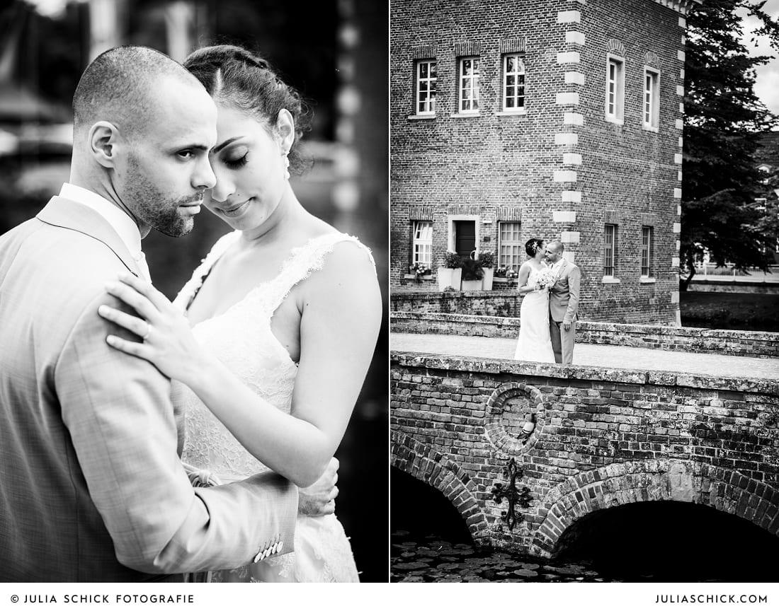 Brautpaar bei Hochzeitsfotos auf Brücke zum Sportschloss Velen