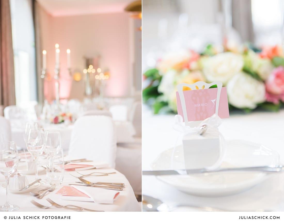 Tischdekoration und Menükarten bei Hochzeitsfeier in der Remise auf SportSchloss Velen