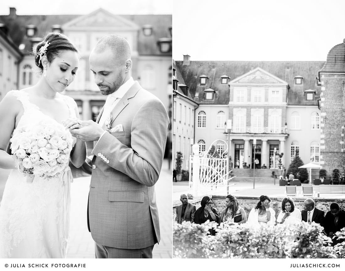 Hochzeitsgäste bei Hochzeitsfeier vor SportSchloss Velen