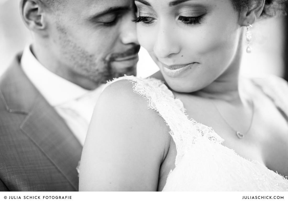 Brautpaar bei Hochzeitsfotoshooting auf Sportschloss Velen
