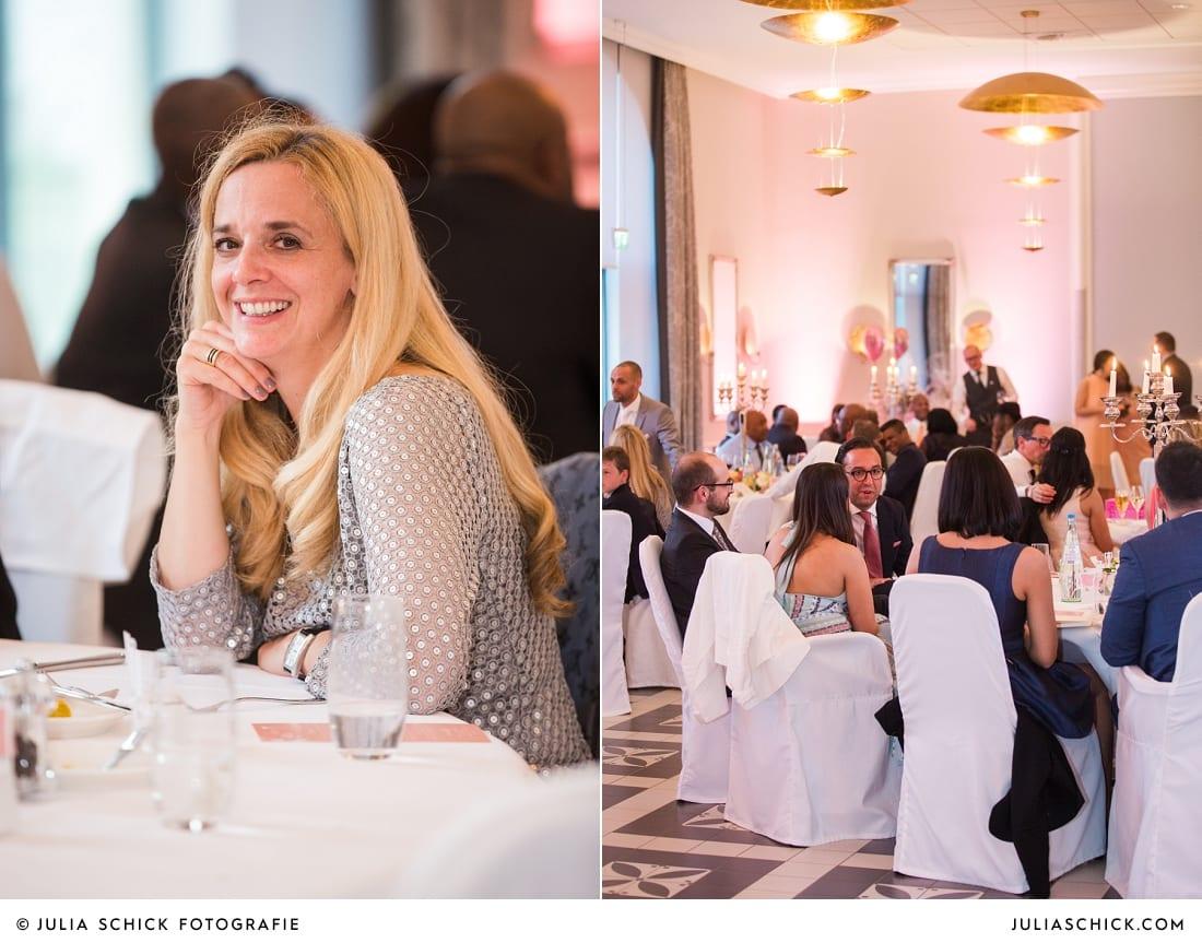 Gäste bei Hochzeitsfeier in der Remise des SportSchloss Velen