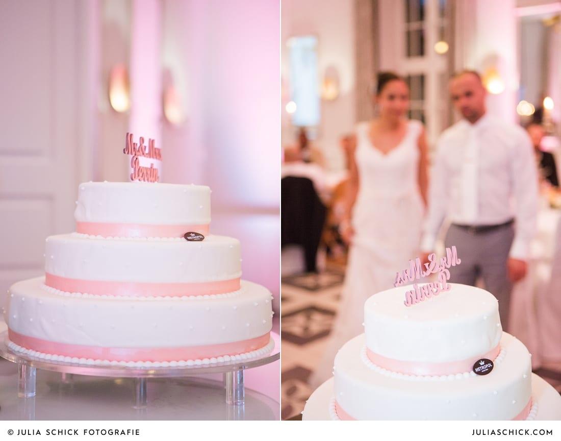 Hochzeitstorte von Metropol bei Hochzeitsfeier in der Remise des SportSchloss Velen