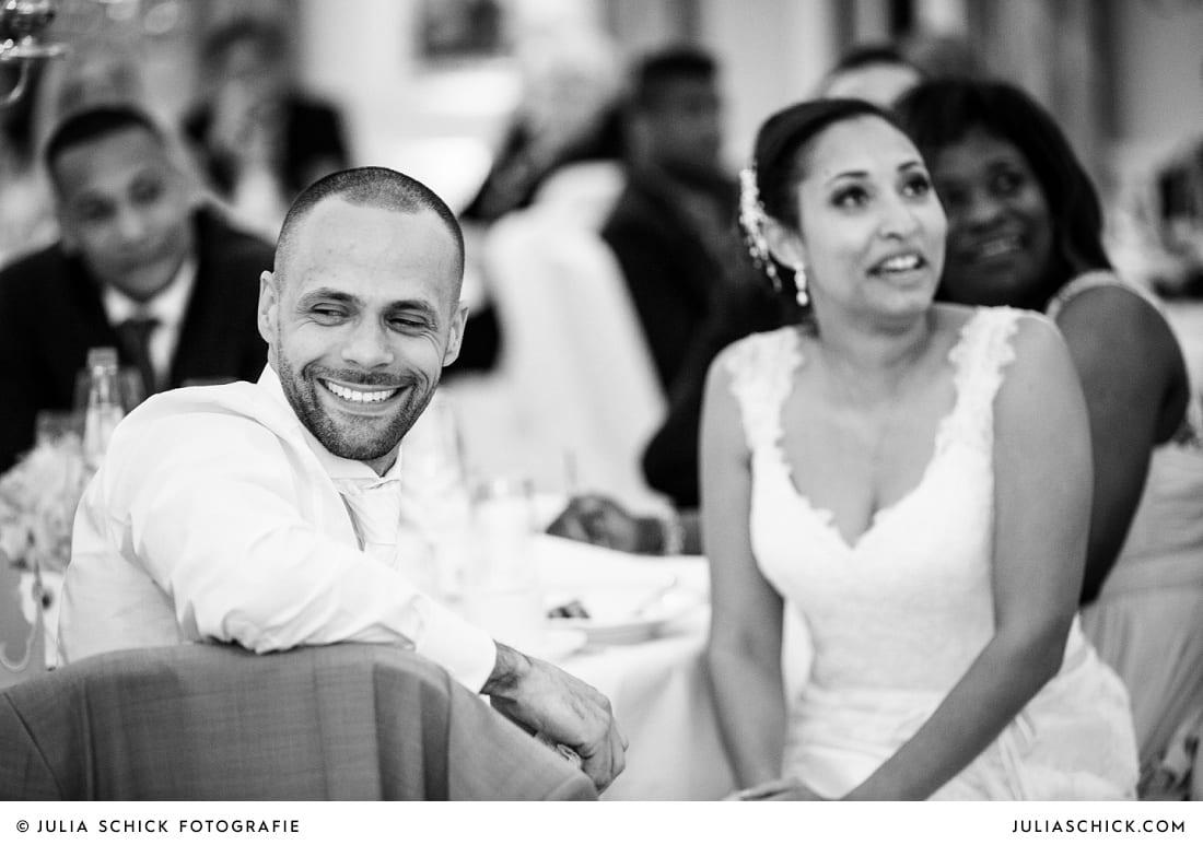 Weinender Bräutigam bei Hochzeitsfeier in der Remise des SportSchloss Velen
