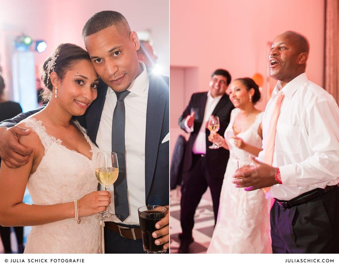Braut und Gäste bei Hochzeitsfeier in der Remise des SportSchloss Velen