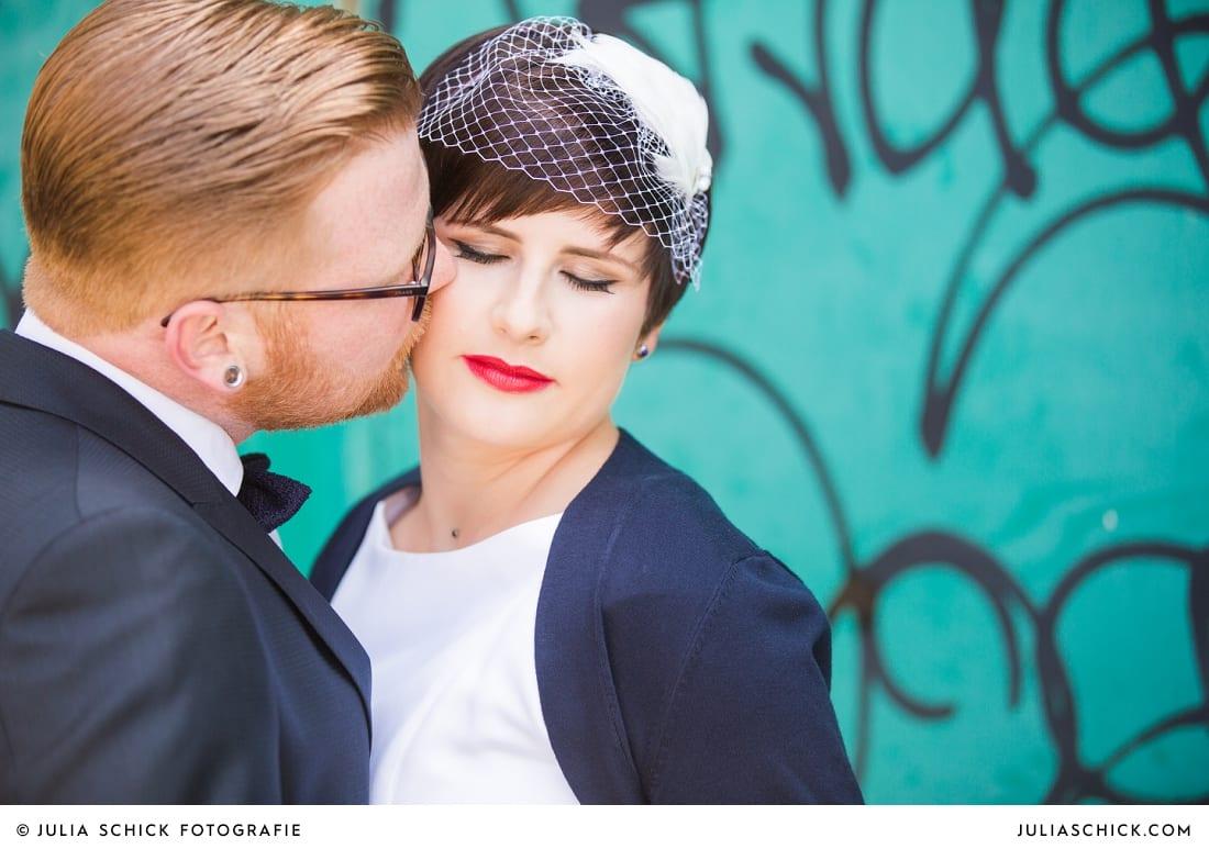 Rockabilly Brautpaar bei Hochzeitsfotoshooting am Dortmunder Hafen