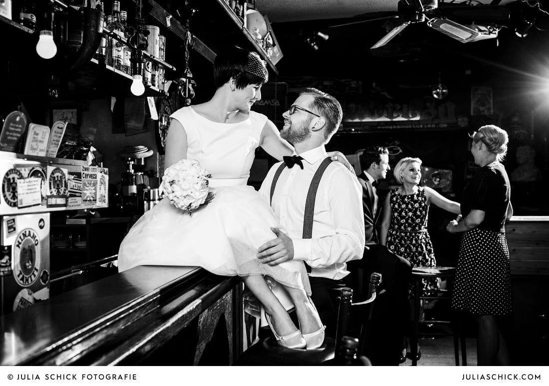 Rockabilly Hochzeitspaar in der Hafenkneipe Subrosa in Dortmund